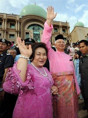 http://pemudasarawak.files.wordpress.com/2009/04/20090411172756_rosmah.jpg